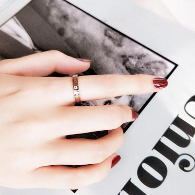 简约钛钢镀18K彩金玫瑰金英文字母戒指女款食指环时尚尾戒子