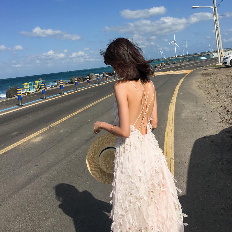 露背连衣裙女夏新款收腰吊带长裙泰国三亚旅游度假海边沙滩裙