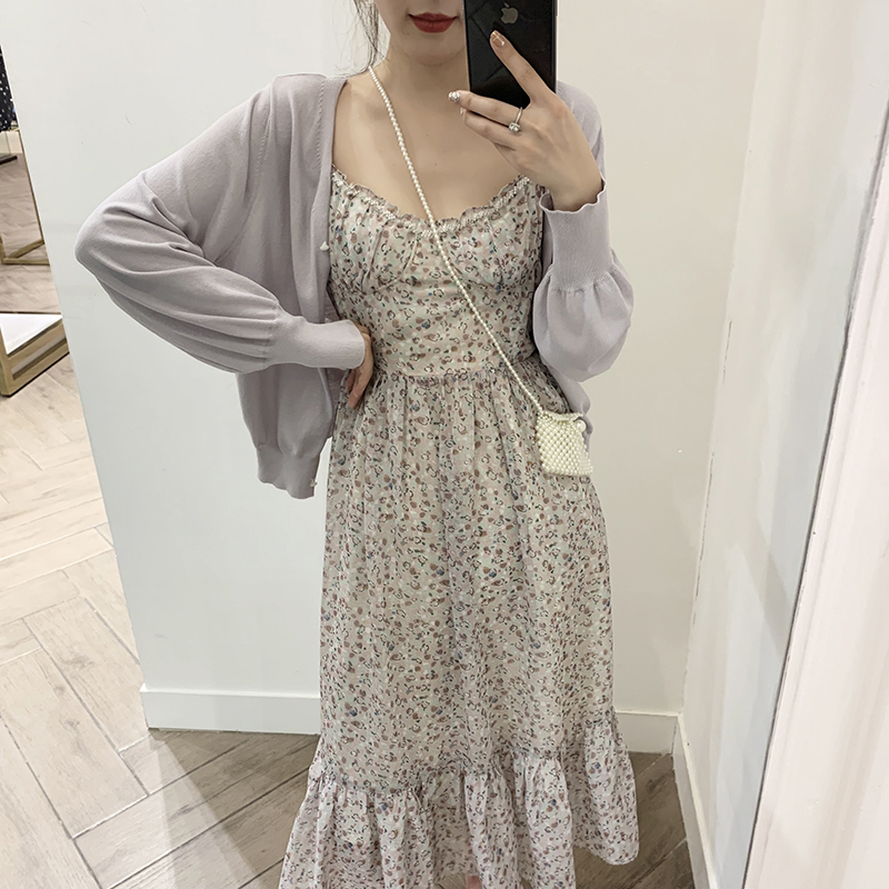 于momo春装款女碎花小清新吊带裙时尚手工钉钻收腰显瘦连衣裙