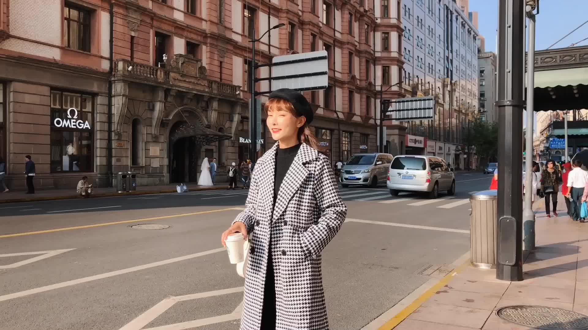 朵维思2018秋冬新款时尚格子外套修身翻领毛呢大衣女