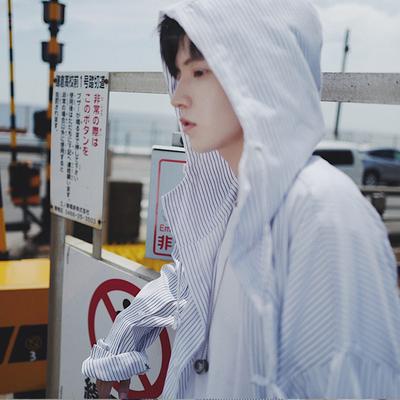 BANGBOY trùm đầu pinstripe áo sơ mi nam áo khoác thủy triều thiết kế thời trang đẹp trai mùa hè kem chống nắng mỏng áo gió Áo gió