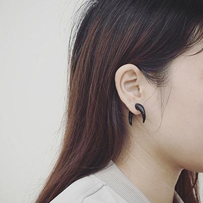 韩国个性夸张街头风格个性字母黑色牛角男女耳钉耳环情侣潮首饰