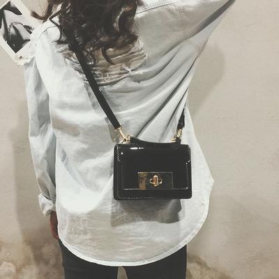 韩国漆皮亮面小包包女2017新款斜挎包女锁扣百搭小方包时尚单肩包