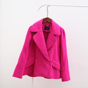Mùa thu mới cắt giảm của phụ nữ thời trang hoang dã phù hợp với cổ áo thả vai ngắn áo khoác len thẳng A3AA53403