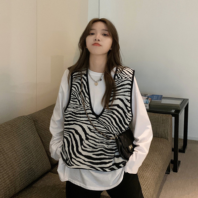 taobao agent Spring and Autumn 2021 new loose outer sweater retro zebra pattern knitted vest vest women outer wear V-neck jacket