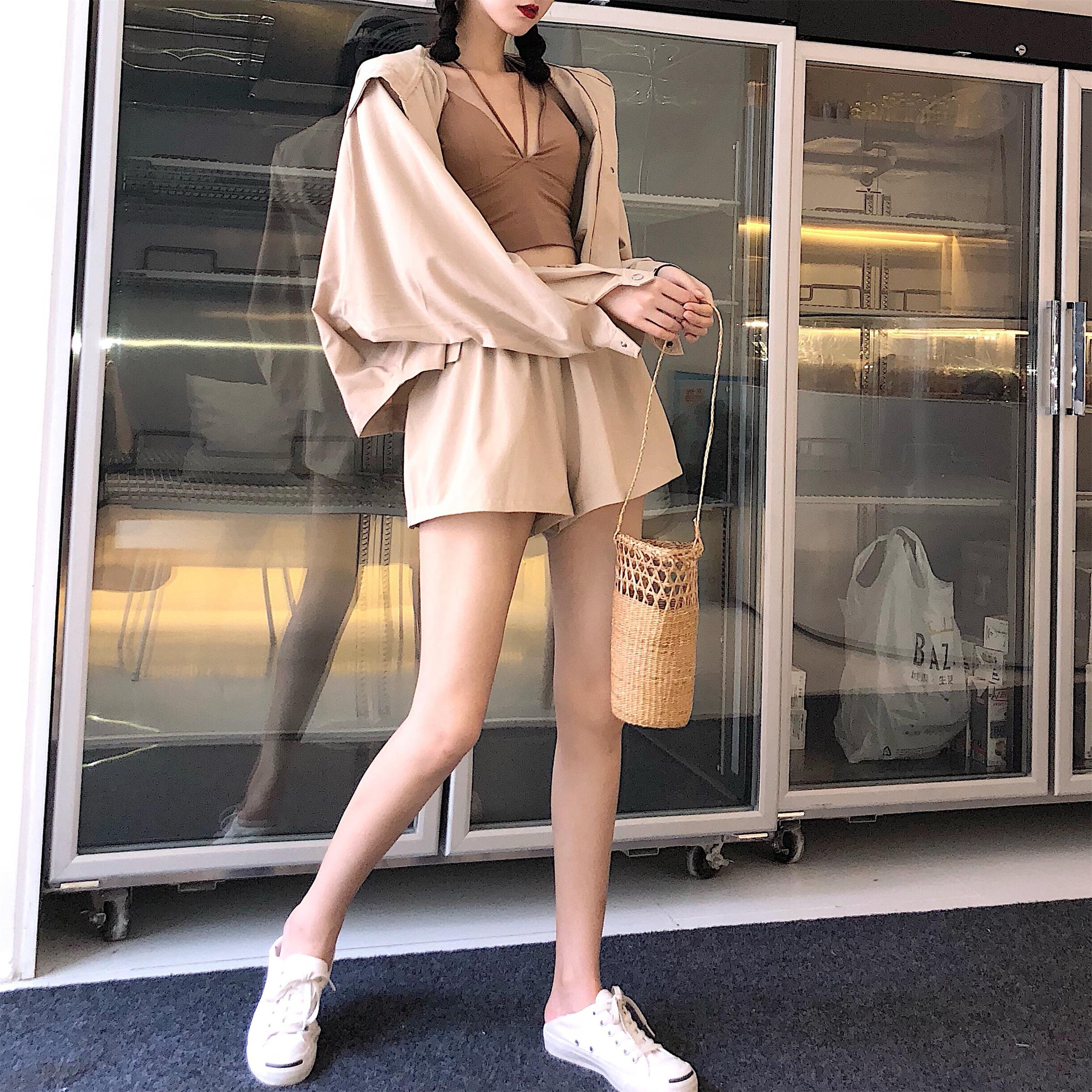 Hàn Quốc đầu mùa thu mới hoang dã lỏng áo khoác trùm đầu áo ngắn + đàn hồi eo quần short phần còn lại quần hai mảnh phù hợp với