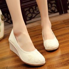 2018新款中国风女鞋民族风绣花鞋复古汉服舞蹈坡跟妈妈单鞋