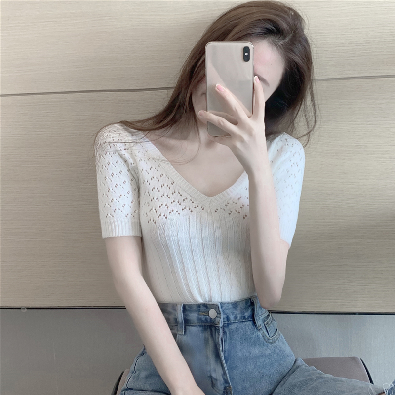 V领镂空T恤女夏季2020年新款白色修身短款设计感小众心机短袖上衣