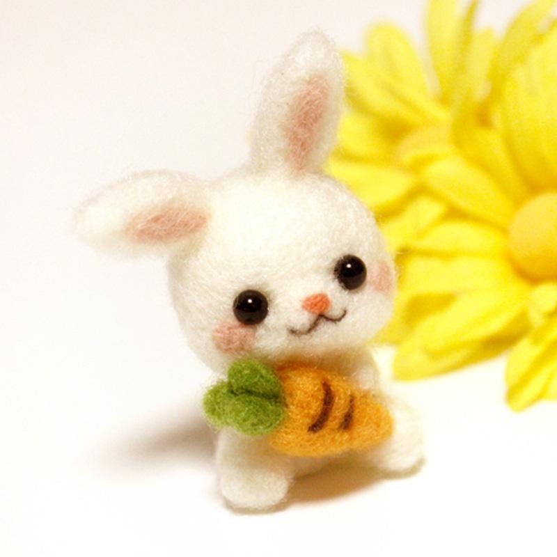 羊毛毡手工diy制作抱萝卜兔子