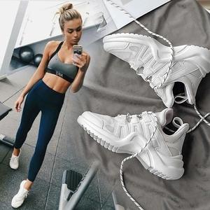Trắng sneakers nữ phòng tập thể dục máy chạy bộ đặc biệt thoáng khí giày chạy hấp thụ sốc trong nhà đào tạo toàn diện giày thể dục