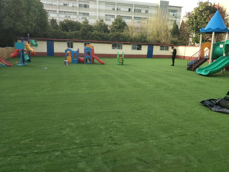 人造草坪幼儿园加密彩色跑道户外塑胶假草皮地垫阳台楼顶室外地毯