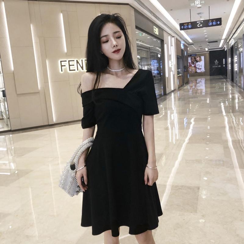 今夏小姐姐们是怎么演绎小黑裙 穿衣打扮 第5张