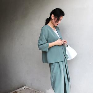 Ông chín chín 2018 đầu mùa thu với một đơn giản V-Cổ nhỏ phù hợp với áo khoác nữ tính khí cao eo quần phù hợp với