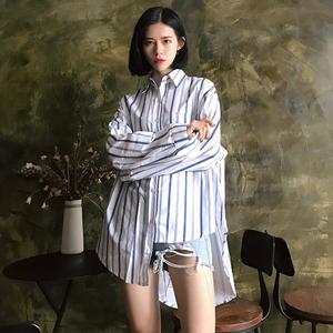 Hàn Quốc phiên bản của POLO cổ áo đơn ngực áo nịt ngực của phụ nữ hoang dã lỏng dài tay hem không thường xuyên sọc áo triều