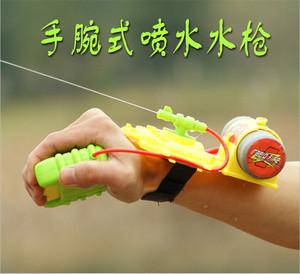 Trẻ em dây đeo cổ tay cổ tay súng nước nhỏ người lớn ngoài trời mùa hè trò chơi vui nhộn đồ chơi hot boy lây lan nguồn cung cấp