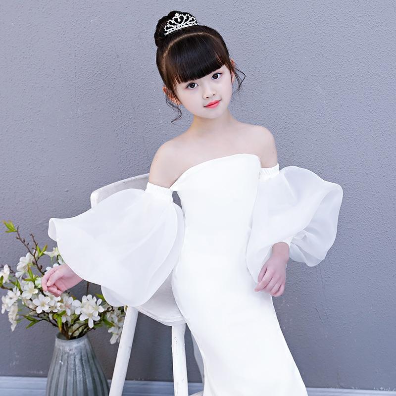 2018 mùa xuân và mùa hè mới cá tính màu trắng đèn lồng tay áo dài trẻ em sàn catwalk buổi tối ăn mặc thời trang chia trang phục