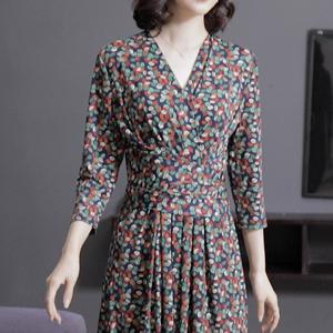 實拍優雅氣質2020春裝新款V領系帶收腰顯瘦連衣裙遮肚子藏肉碎花